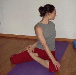 Yoga en Barcelona: posturas de yoga ARDA MATSYENDRASANA