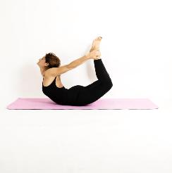Yoga en Barcelona: posturas de yoga DHANURASANA
