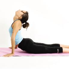Yoga en Barcelona: posturas de yoga BHUJANGASANA